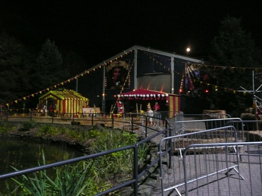 It ... & Maze Review: Carnival of Screams at Alton Towersu0027 Scarefest 2011 ...